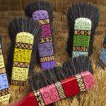 Action pour membres «Brosses et balais colorés»